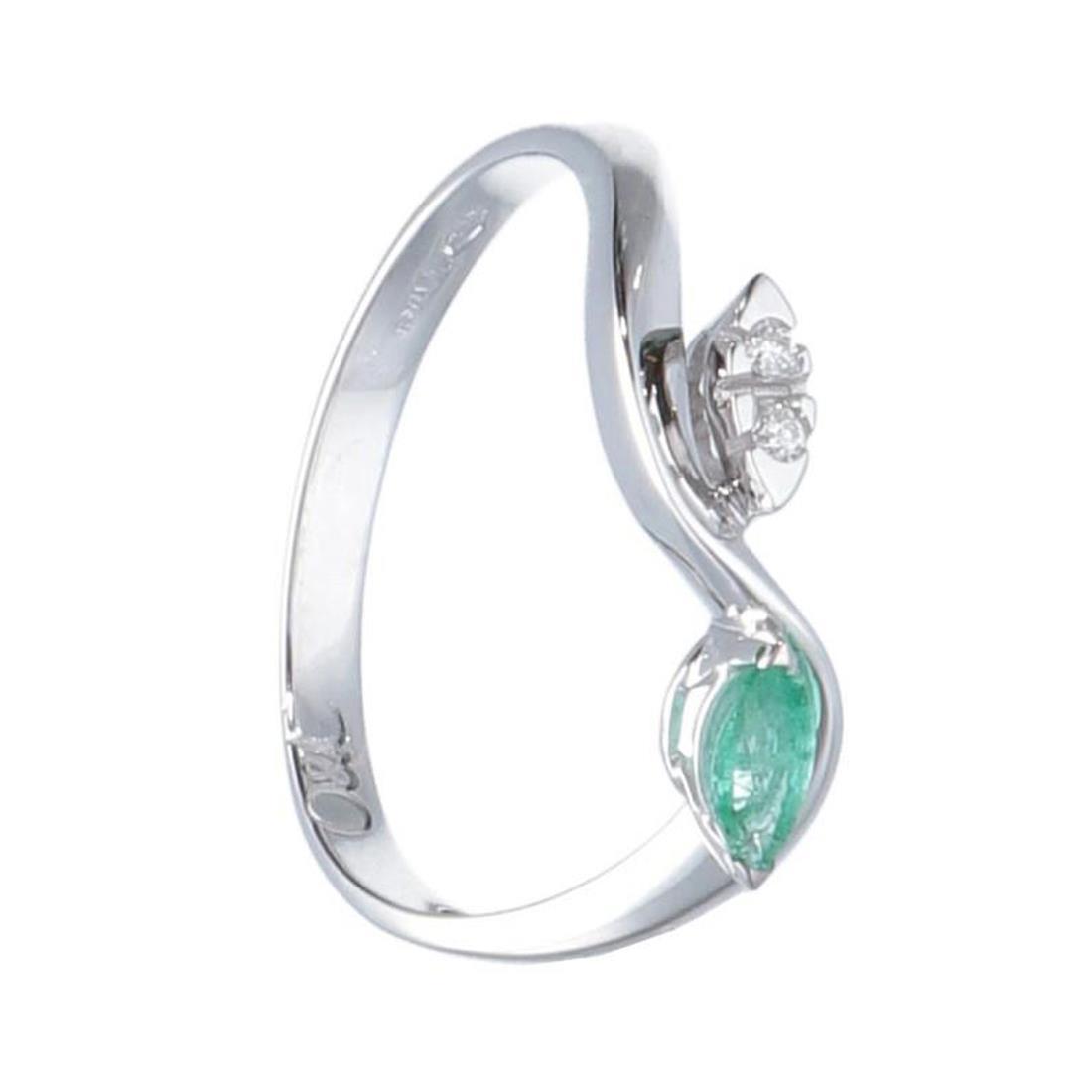 Anello in oro bianco con diamanti e smeraldo - ORO&CO