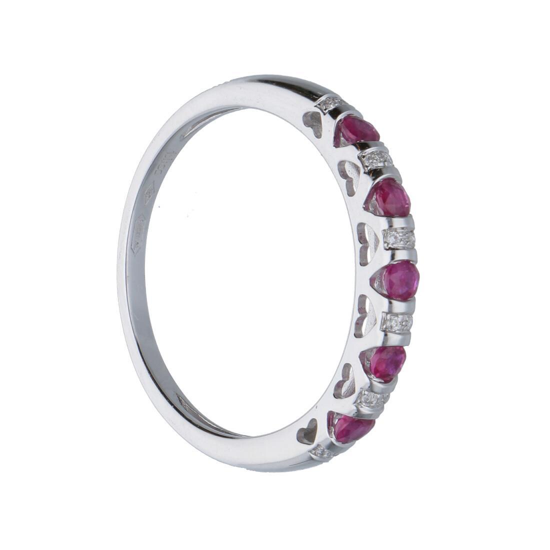Anello in oro bianco con diamanti e rubini ct. 0,37 - BLISS