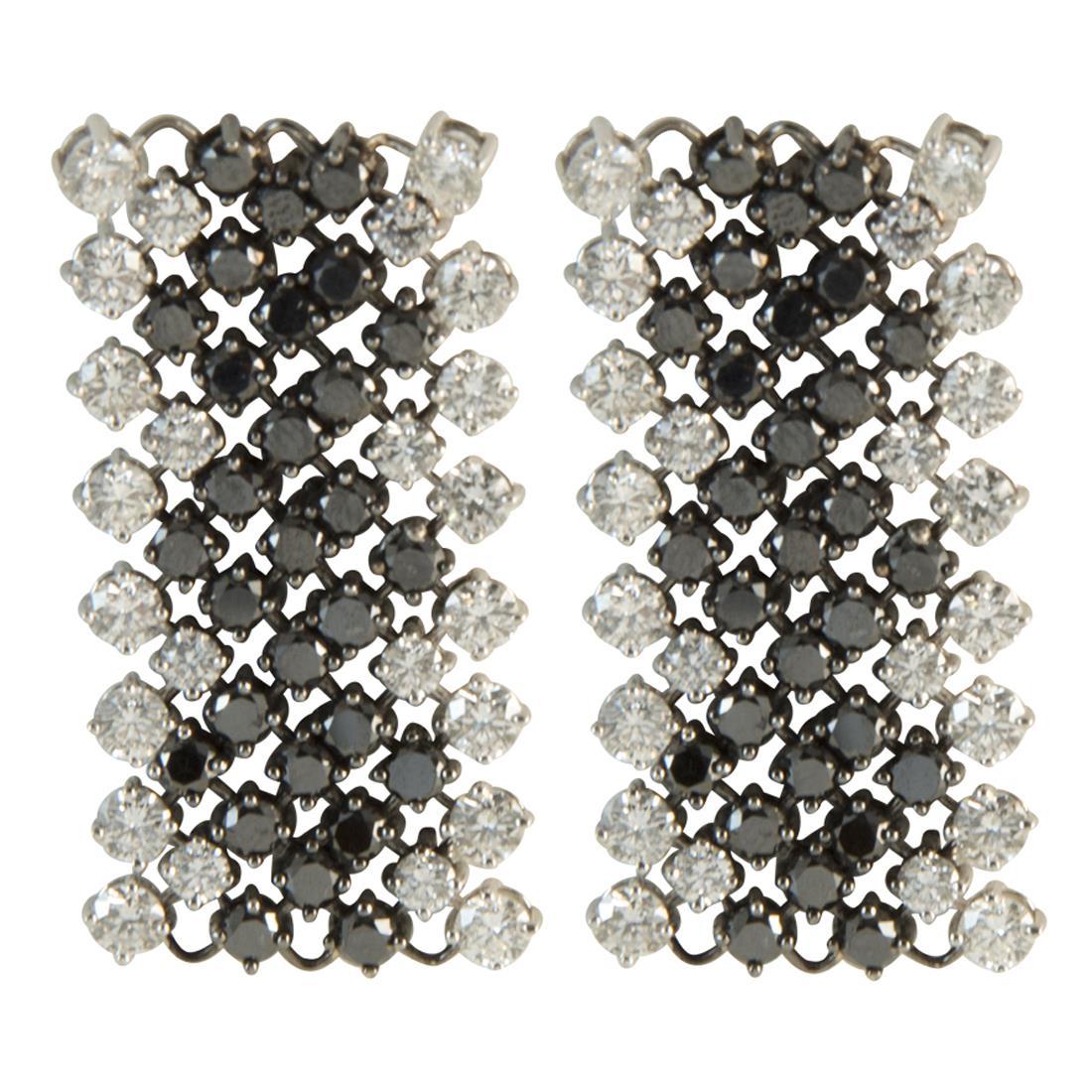 Orecchini  in oro bianco con diamanti ct 4.65 e diamanti neri ct 4.45 misura 7.00cm - ALFIERI ST JOHN