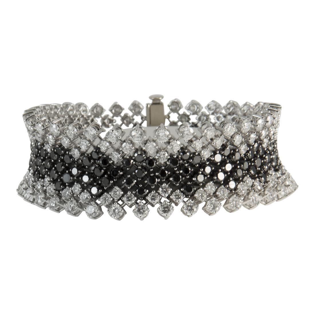 Bracciale  in oro bianco con diamanti ct 15.30 e diamanti neri ct 11.00 - ALFIERI ST JOHN