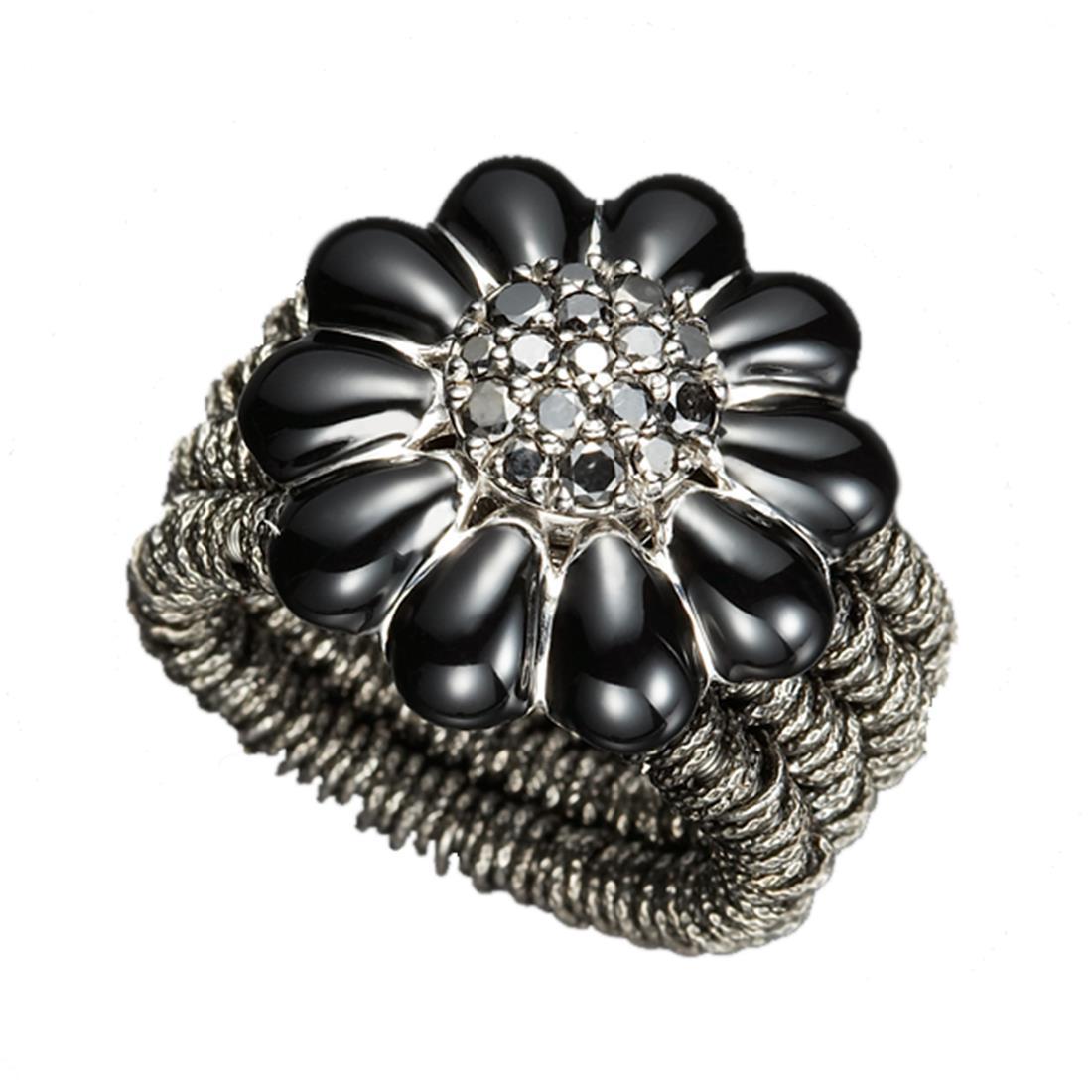 Anello in argento brunito con margherita nera e diamanti neri - ROBERTO DEMEGLIO