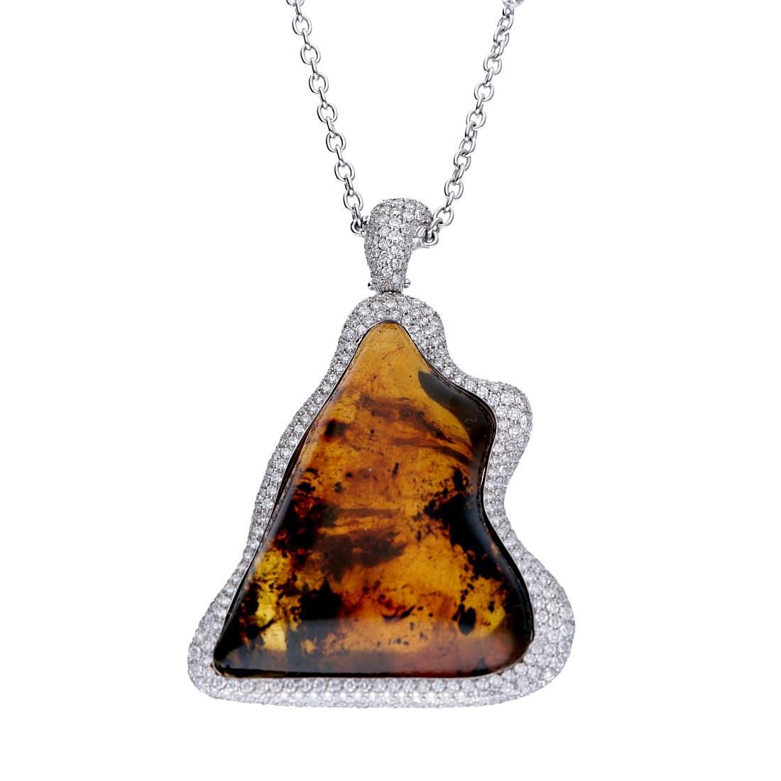 Collana in oro bianco con rara ambra blu centrale da 10.60gr e diamanti ct 5.78, lunghezza 70cm - ALFIERI ST JOHN