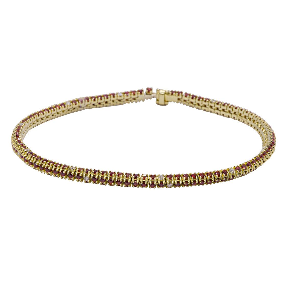 Bracciale tennis in oro giallo con diamanti e zaffiri rossi - ALFIERI & ST. JOHN